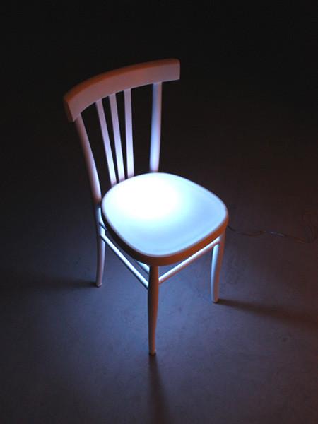 LIGHT POP UNDER TOP: top - appendiabiti – lampada. Altrosguardo.