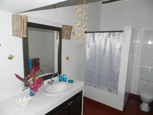 2 Badezimmer hat die Villa Paradies