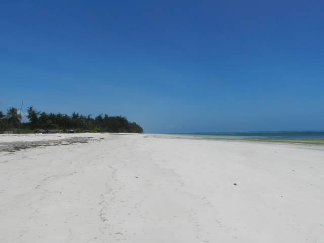 der Strand, nur 500 m vom Ferienhaus Kenia entfernt