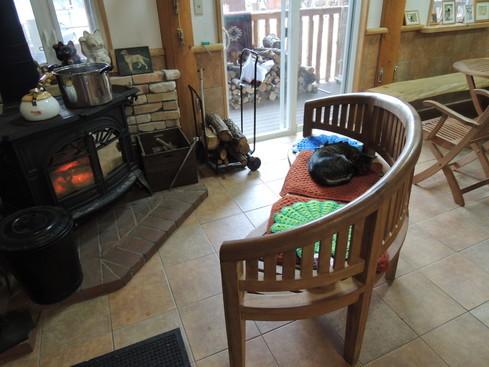 暖炉の前で時間がゆっくり流れる12月