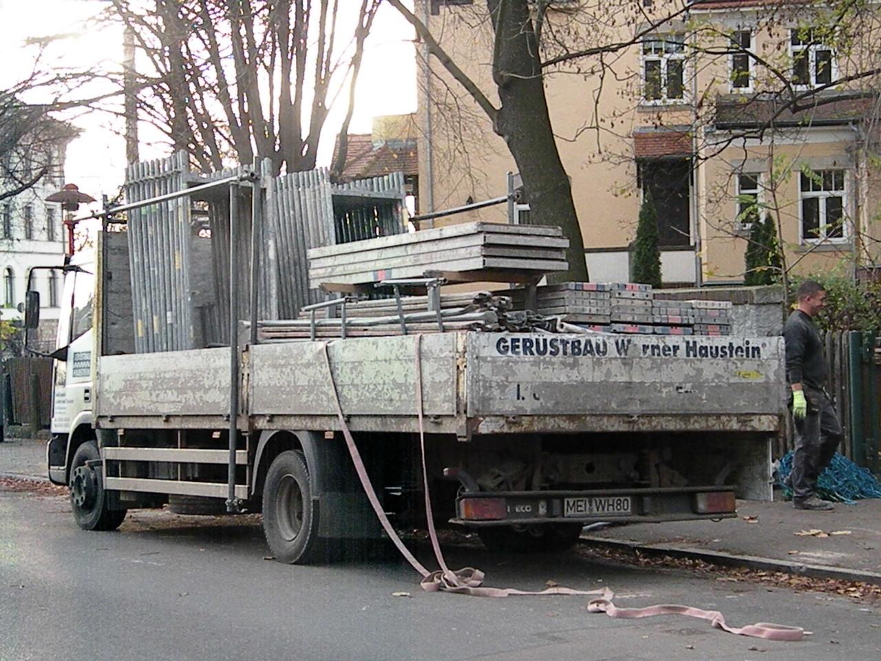 ...und Abtransport der Gerüstteile.