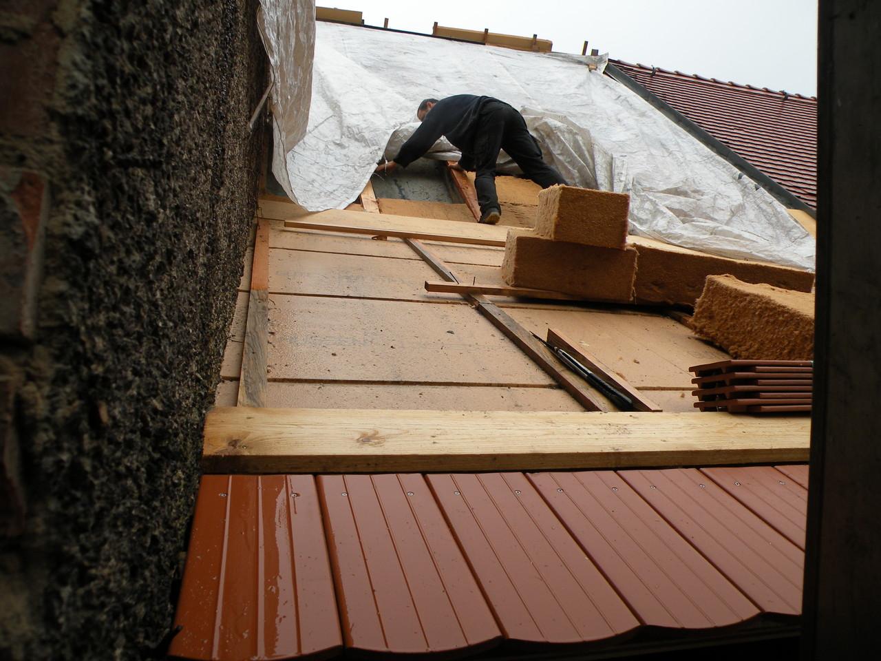 Ein Regentag und die Männer bis Mittag auf dem Dach...