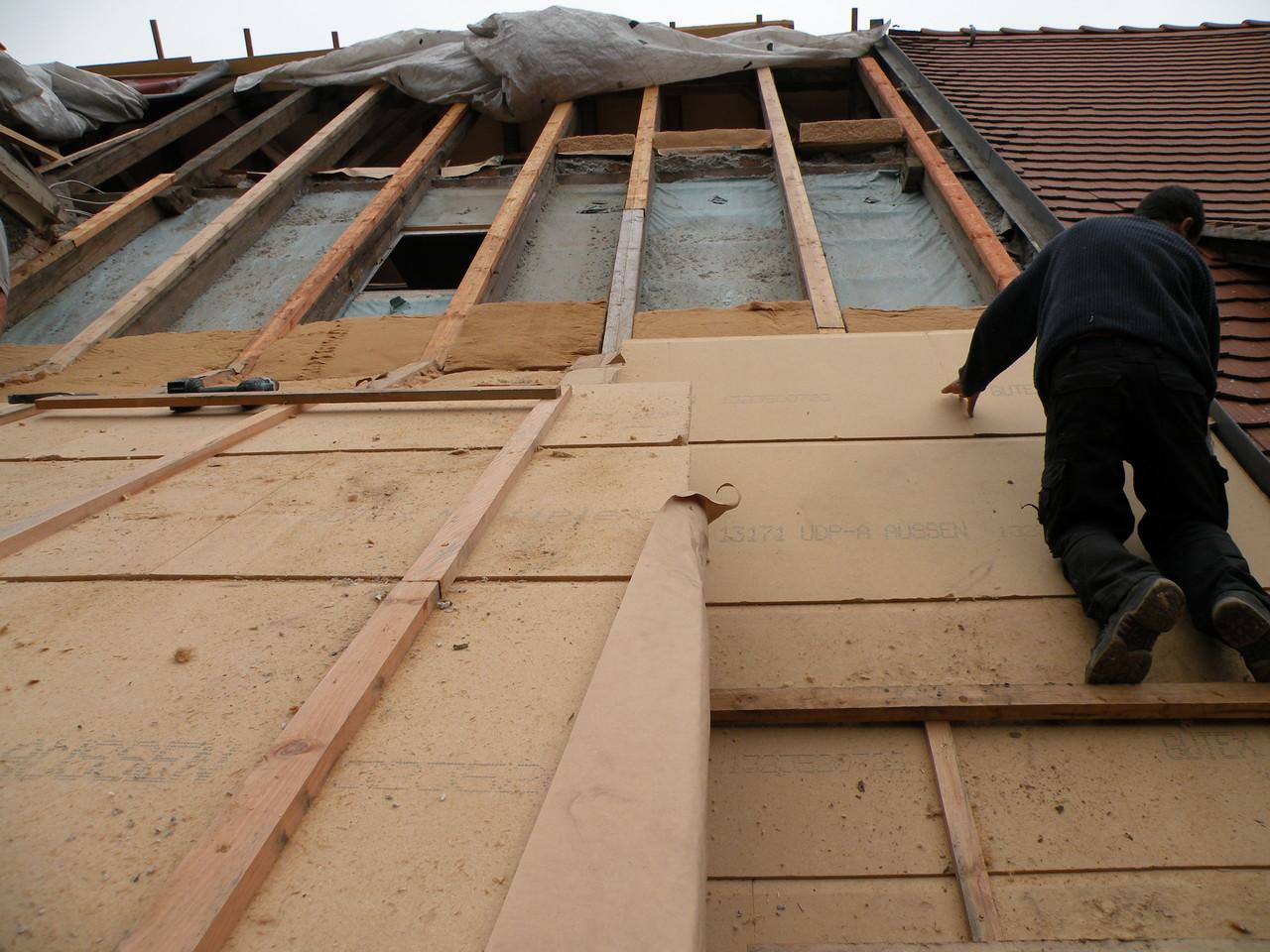 Vielleicht noch ein Arbeitstag, dann ist das Dach wieder zu.