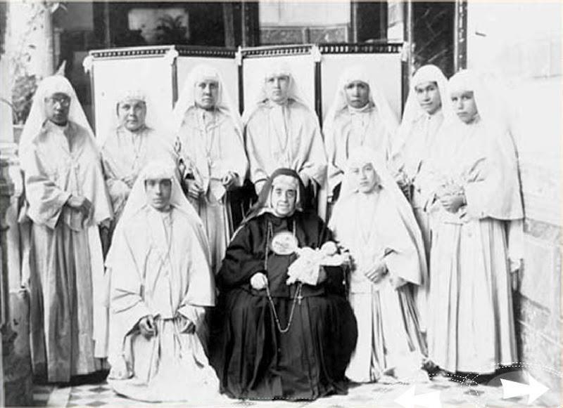 Madre Rosarito (fundadora) con las Esclavas de la Inmaculada Niña