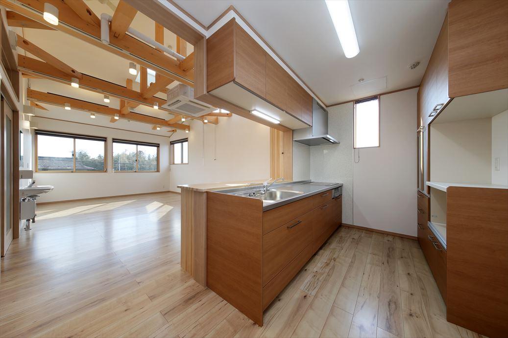 明るいキッチンも広々