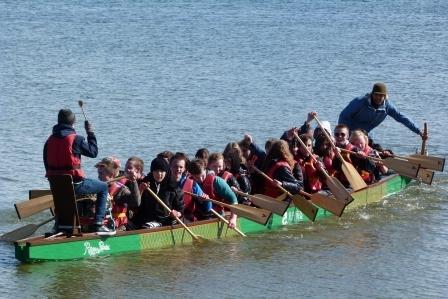 Teamtraining im Drachenboot auf Rügen
