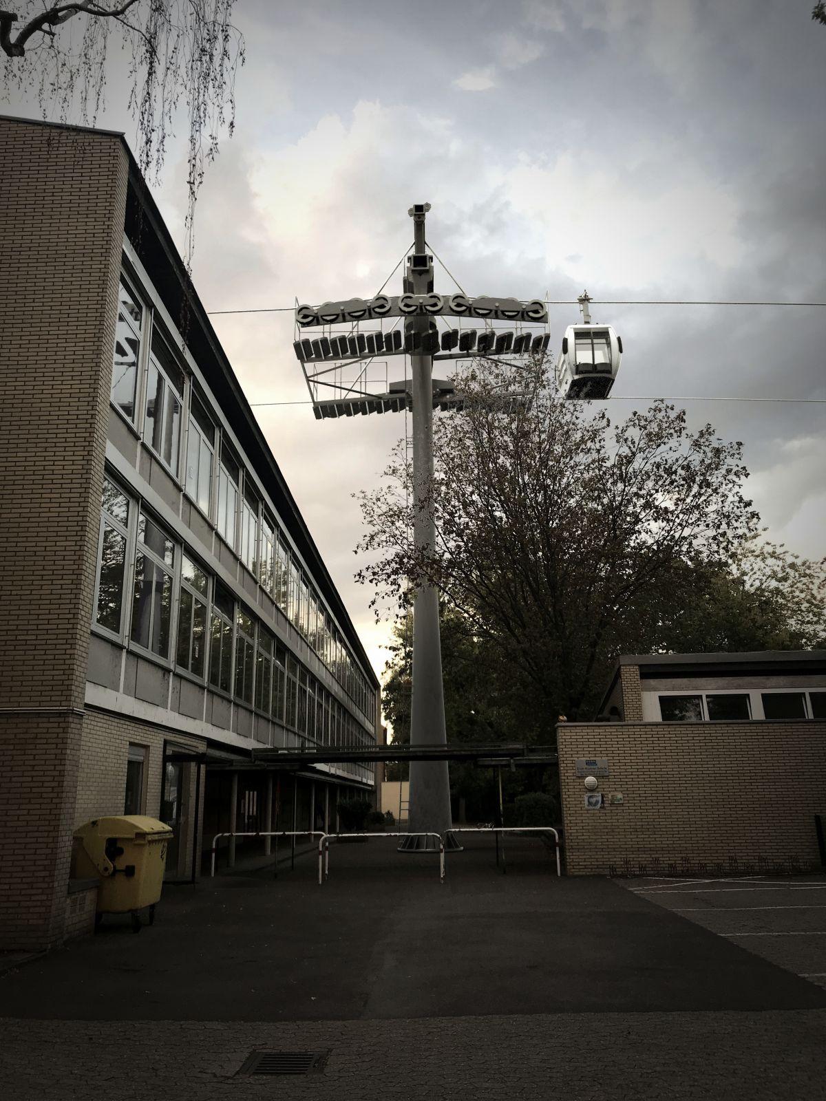 Stütze auf dem Schulhof der Erich-Kästner-Schule.