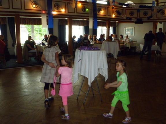 Unser Nachwuchs am Tanzen