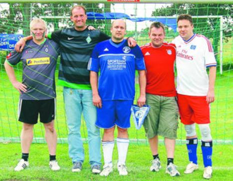 Verstanden sich prima (von links):Thomas Gottwald (De Freesen Butjenter Borussia 05), Jörg Meier (Werderfreunde Wesermarsch), Sven Victoria (Auf Schalke), Michael Berends (Nordenhummer) und Dirk Stenzel (Sudden Death)