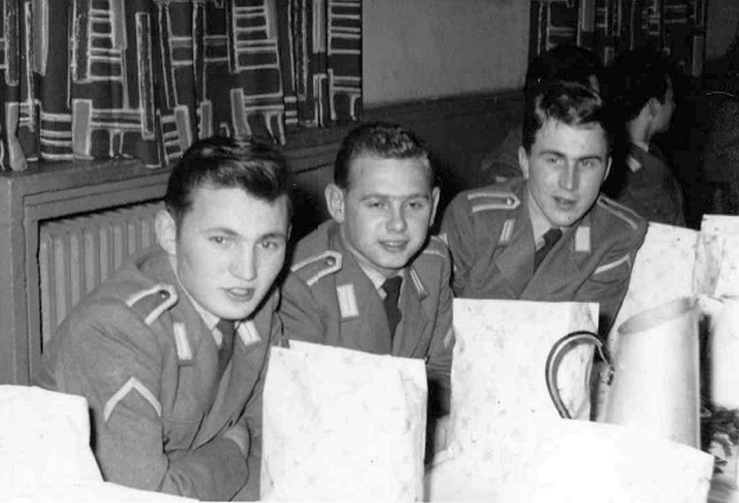 1959 Weihnachtsfeier_von links_ Uffz Alfred Weiser, Uffz Geotg Mronga, Uffz Willi Giepen