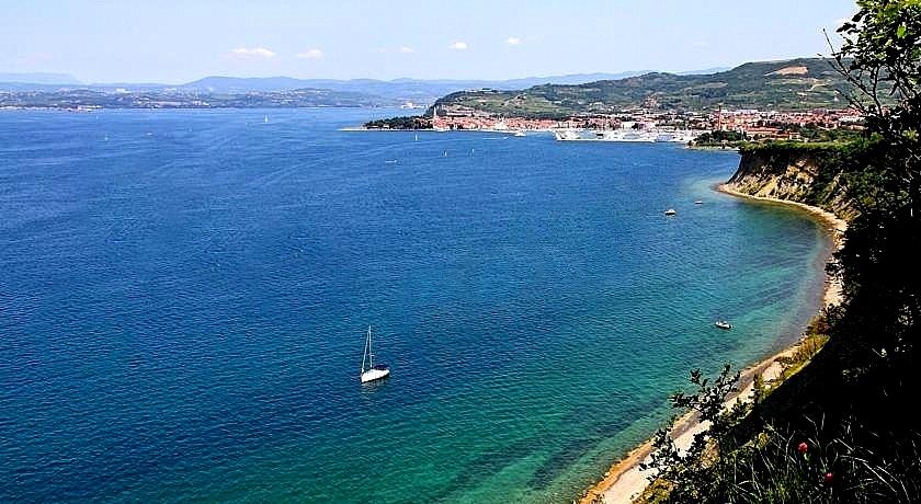 Bele Skale beach, walking to Izola on the beach