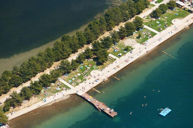 Strugnano, vista aerea della spiaggia - Strunjan, aerial view of the beach