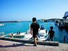 登野城漁港で遊ぶ子供たち