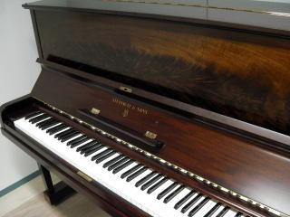 中古ピアノ スタインウェイ&サンズV型