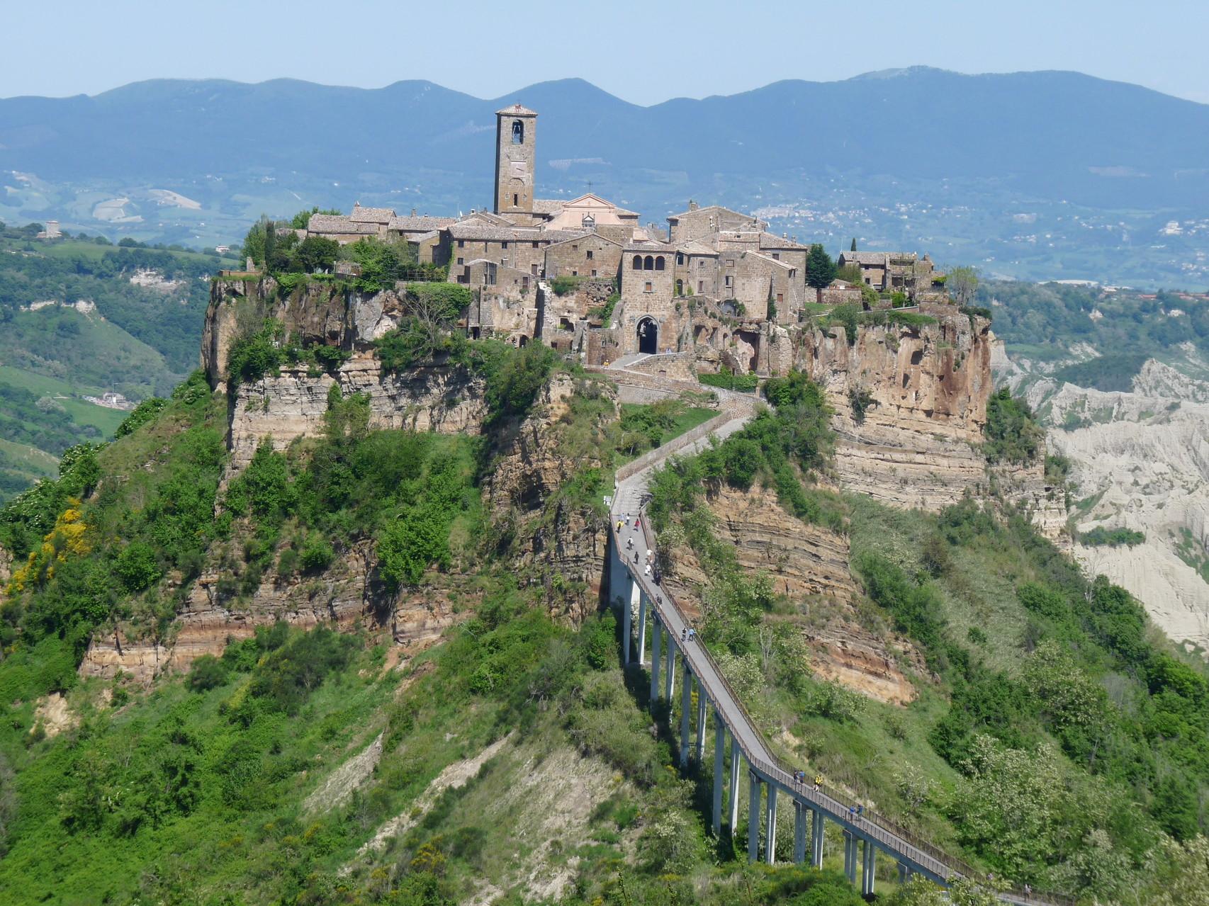 Un petit village perché sur une montagne : Bagnoregio