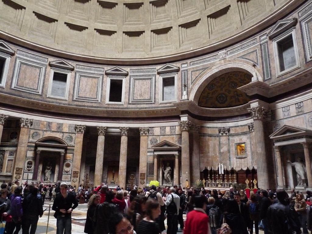 A l'intérieur du Panthéon