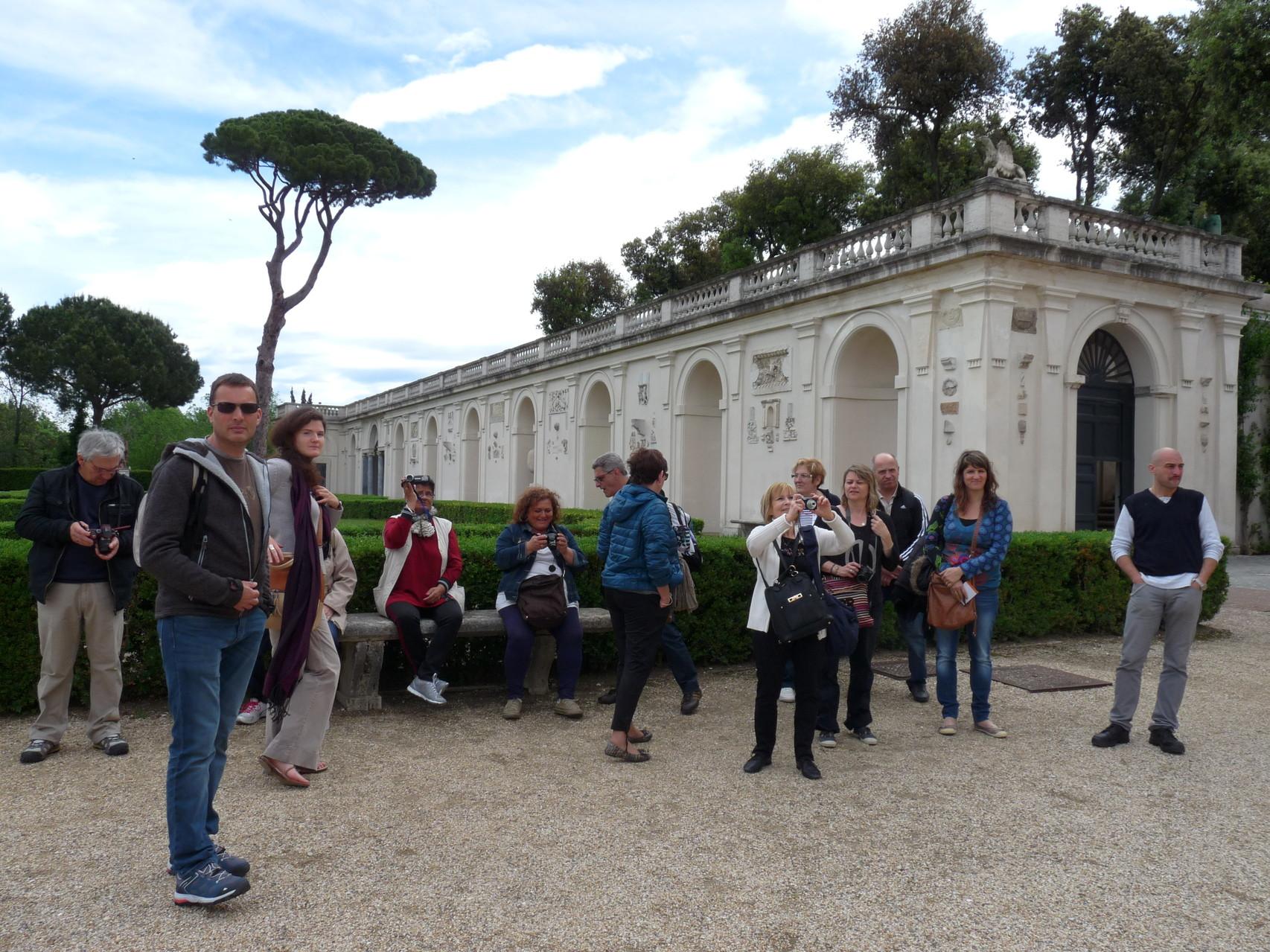 Devant la Villa Médicis à Rome