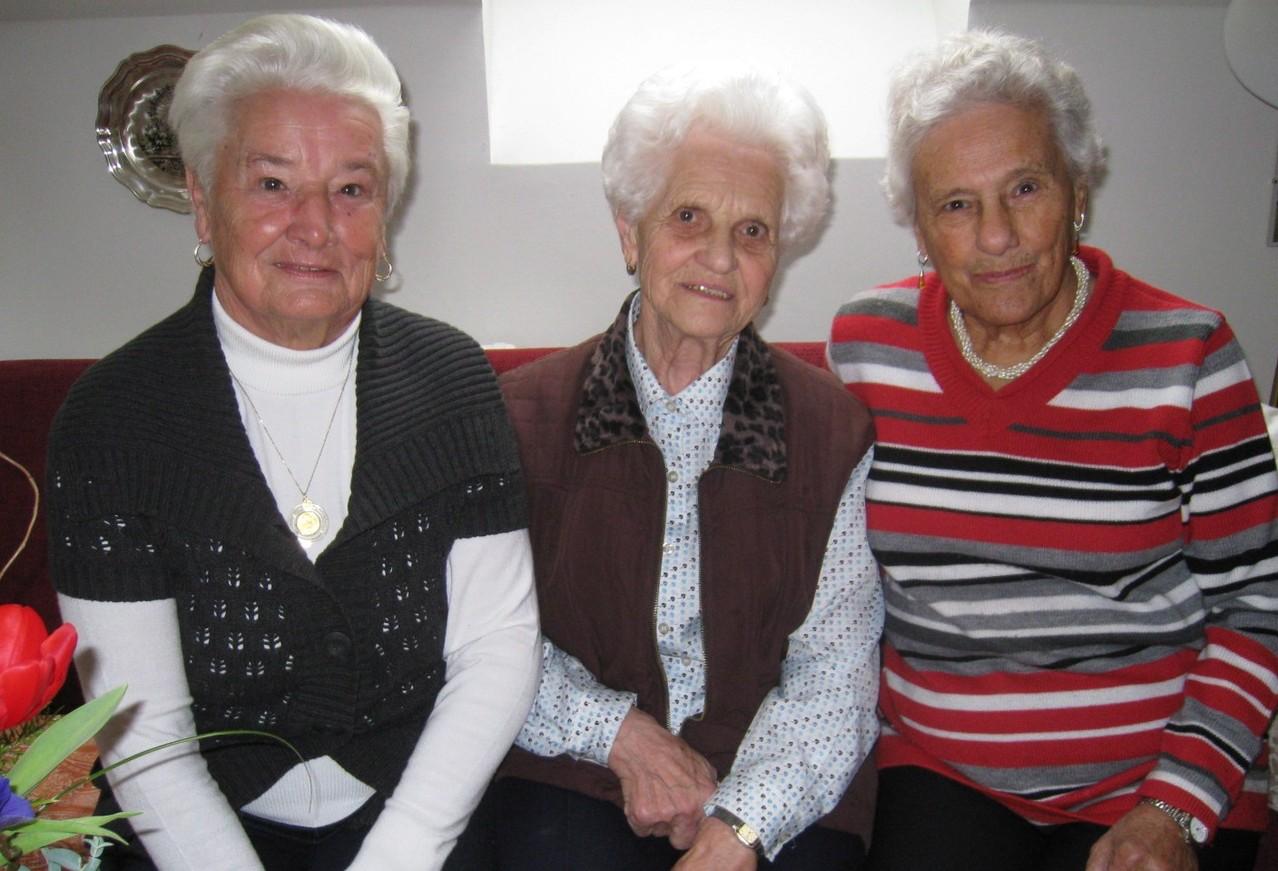 Josefa Jöbstl (Mitte) mit Berta Rachholz (links) und Christine Pucher