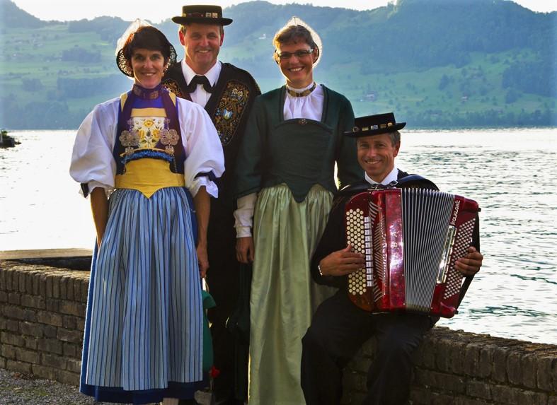 Monika Würsch, Eugen Amstad und Franziska Bircher mit ihrem Begleiter Ruedi Bircher