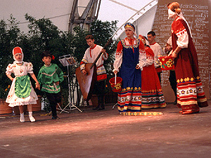 Besuch der Tanz- und Musikgruppe Balaguscha auf der Landesgartenschau Ostfildern