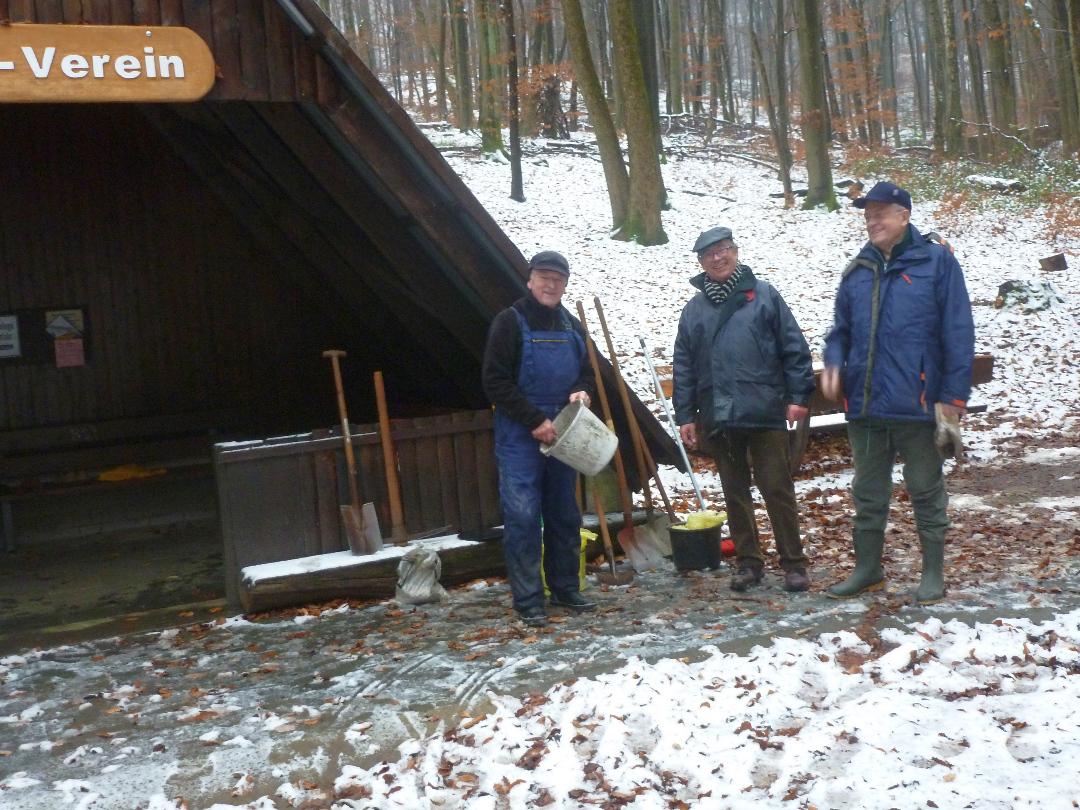 Unterhaltungsarbeiten an der Kneipp-Wassertretanlage - bei jedem Wetter