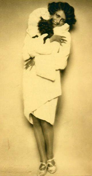 Hella Kurty, 1930
