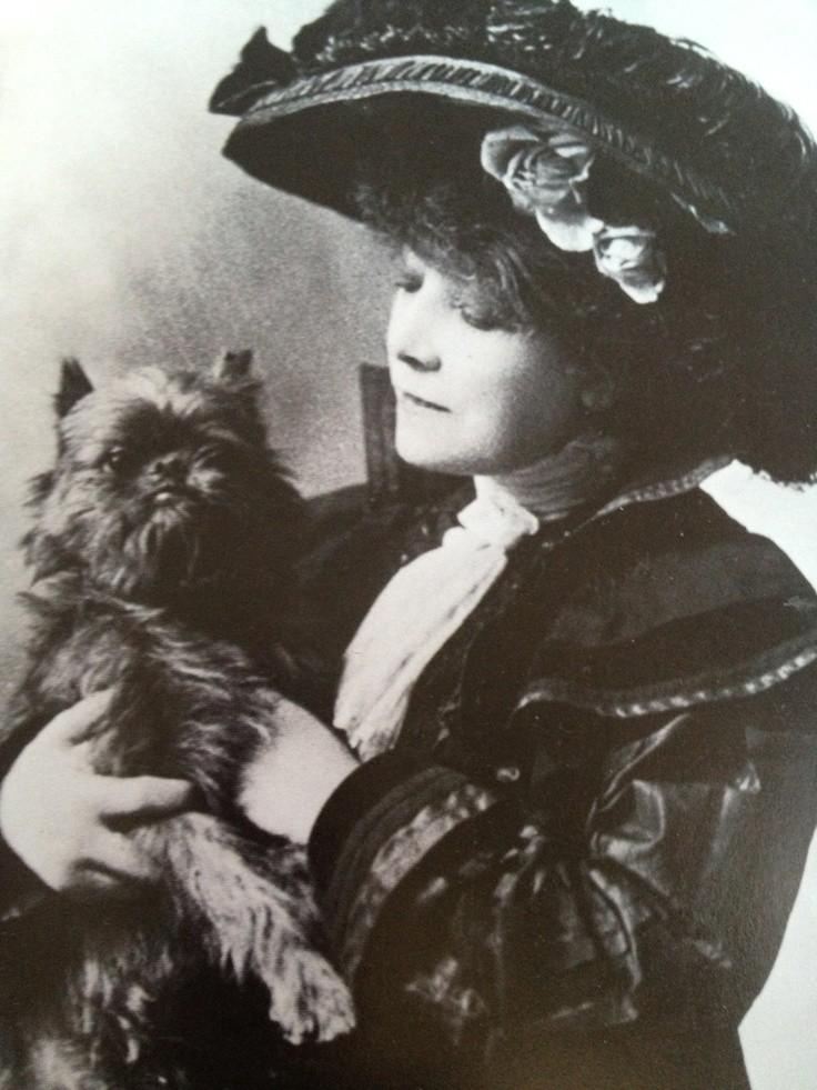 SARAH BERNHARDT AND HER GRIFFON - HAMLET