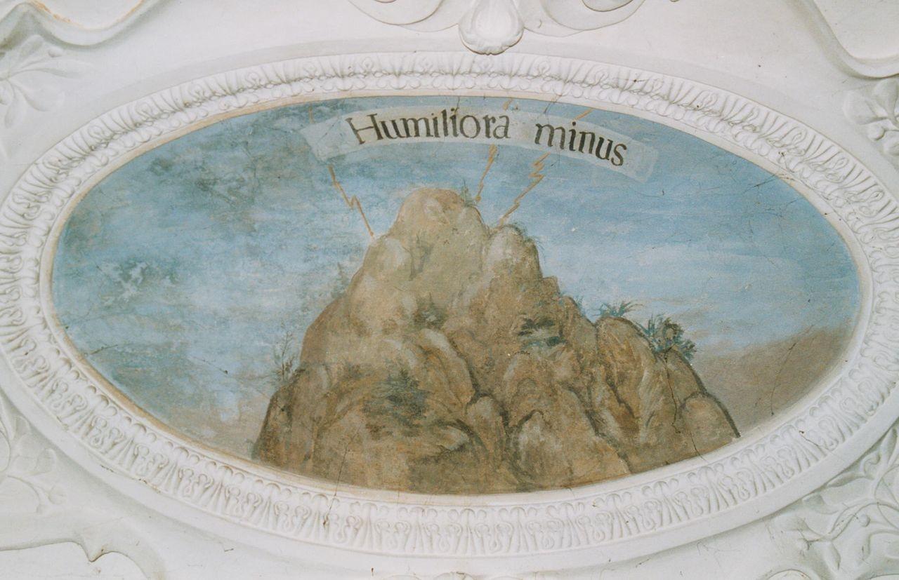 """4) Auf einer Bergspitze schlagen Blitze ein. Die Inschrift lautet: """"HUMILIORA MINUS"""" (Die Niederungen werden weniger getroffen)."""