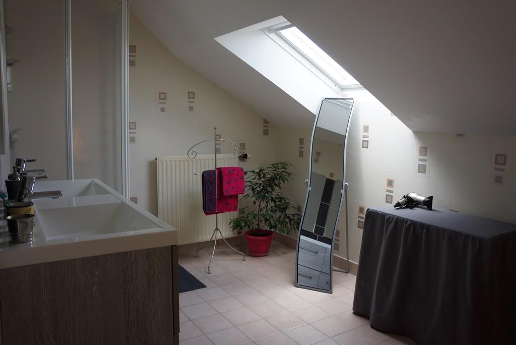 Salle d'eau meuble double vasque et douche (WC séparé)