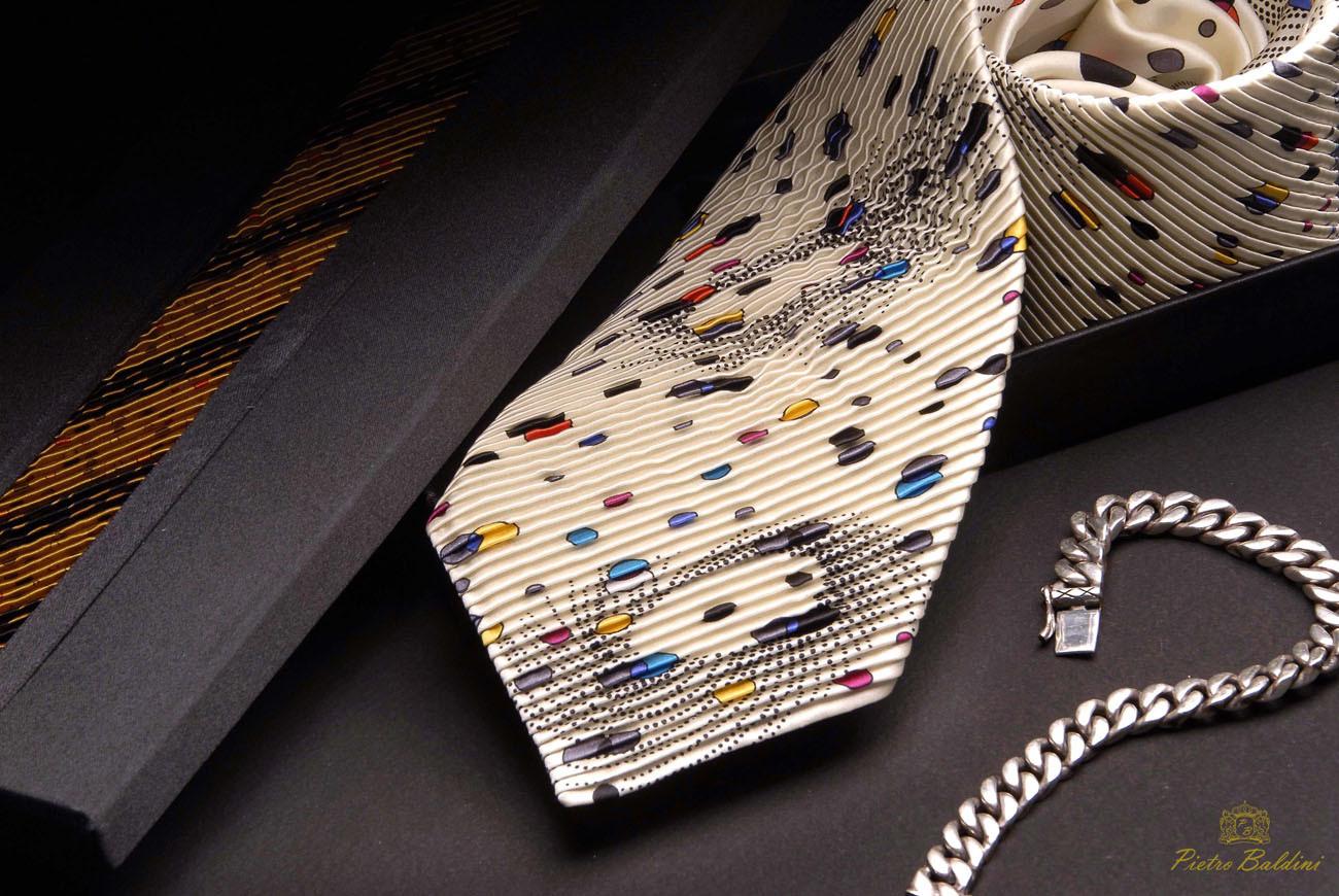 Fantasie Krawatte aus reiner Seide mit Pliage