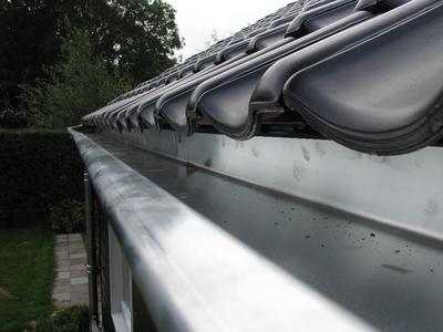 Vervangen van zinken dakgoten en dakbedekking