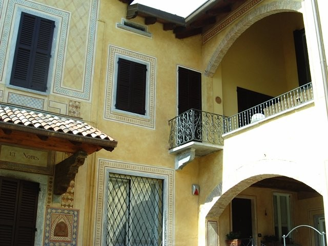 Facciate decorate benvenuti su fenis artemisia - Cornici finestre in pietra ...