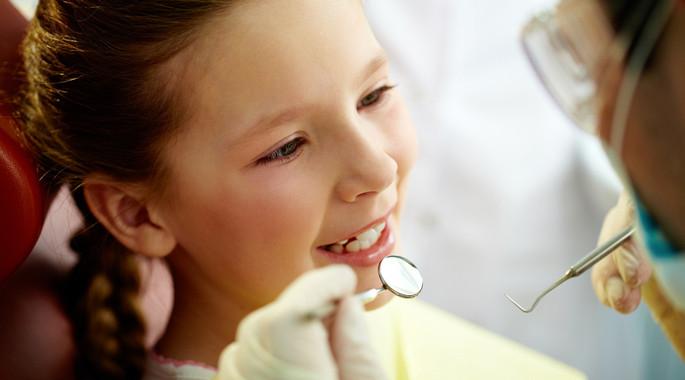 Ein Zahnarztbesuch muss für Kinder nicht unangenehm sein. In der Praxis Vovk-Moosleitner haben wir viel Erfahrung im Umgang mit den Kleinsten.