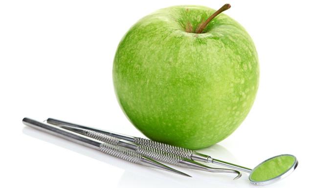 Konservierende Zahnbehandlung zur Erhaltung der eigenen Zähne.