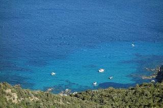 Sardinien schöne Bucht Klippen Meer www.sardinien-urlaub.at Copyright