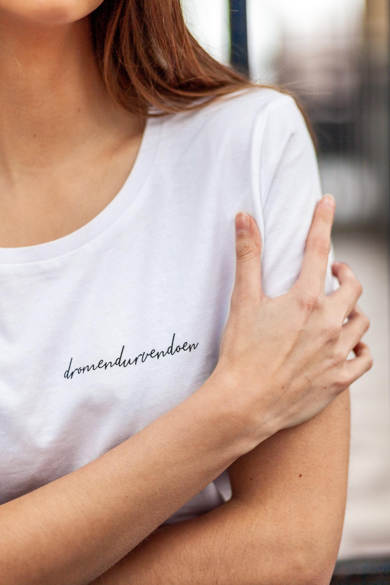 Iwrite4U wit shirt met zwarte tekst dromen durven doen