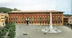 Massa, facciata del Palazzo Ducale in Piazza Aranci .