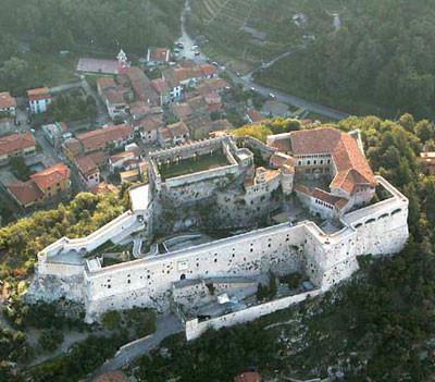 Massa, Castello Malaspina dal visto dall'alto.
