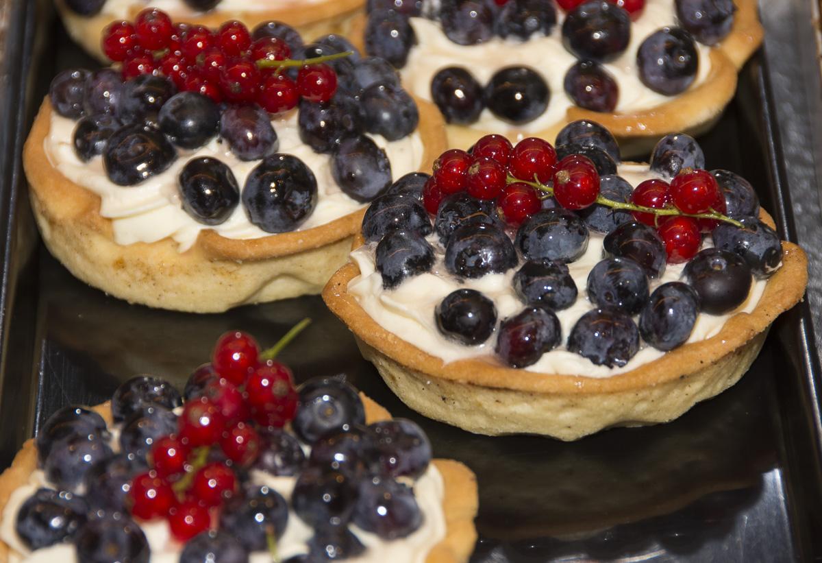 Blaubeer Orangen Creme Törtchen aus unserer Konditorei & Bio Bäckerei Seekrug