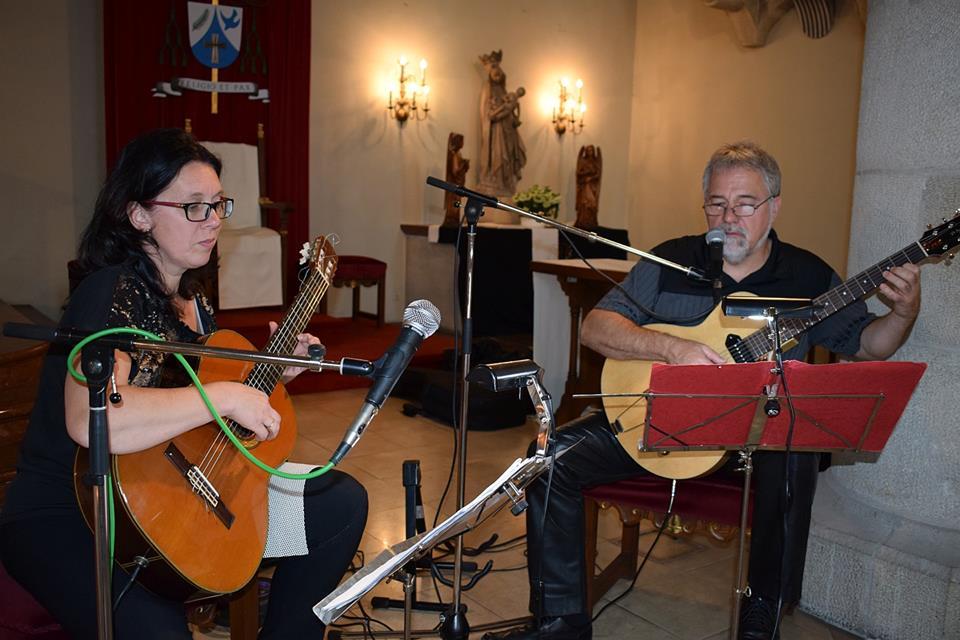 Familie Andrea und Karl Preiss, Musikschullehrer in Katzelsdorf, umrahmten den Gottesdienst musikalisch