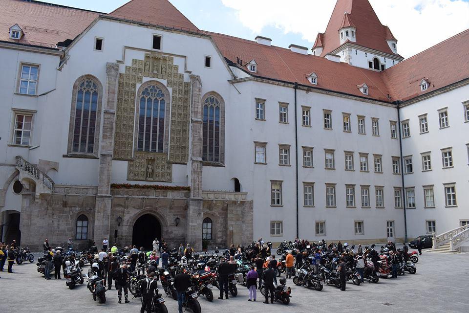 Segnung im Burghof der Theresianischen Militärakademie