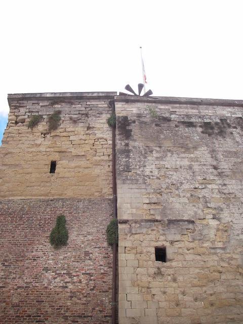La tour d'Ostrevant avec la sirène.....d'alarme