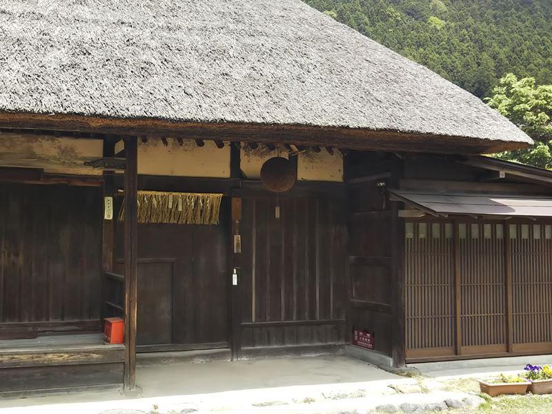 カフェからの散歩の途中に江戸時代の旧家を訪ねてみては?