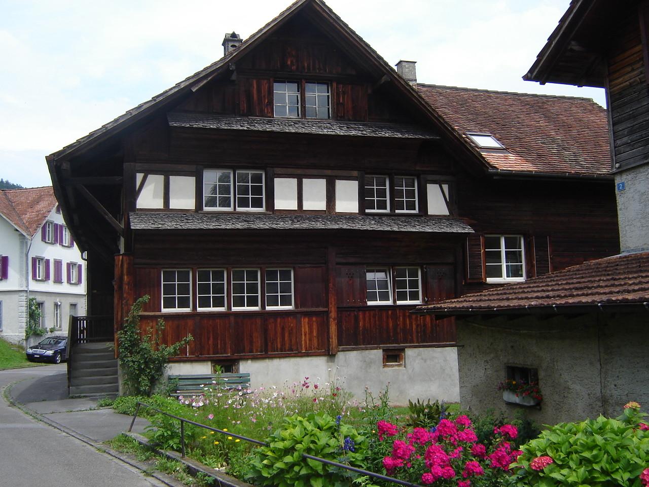 Balgacher pflegen ihre Häuser.