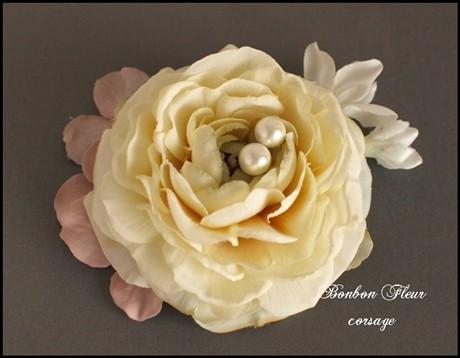 15 ネオラナンキュラスとパール、紫陽花、ジャスミンのコサージュ