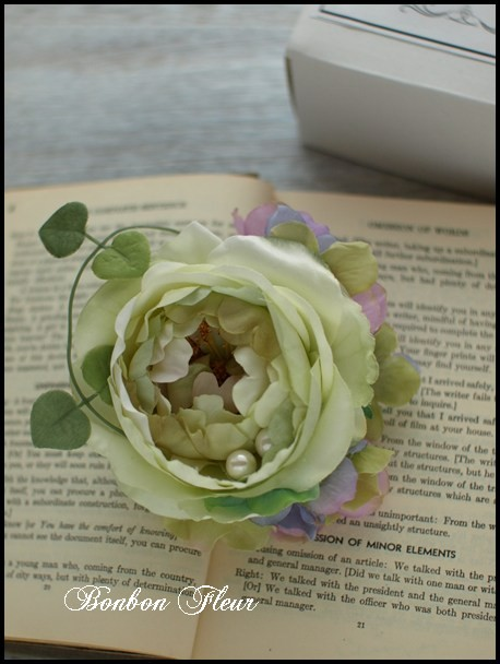 88 キャベッジローズと紫陽花、ハートカズラ、パールのコサージュ