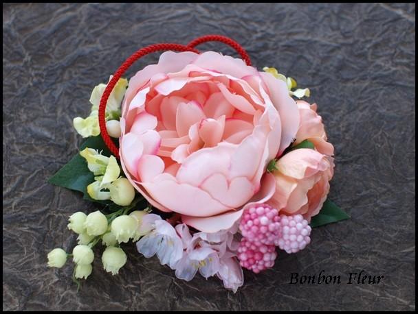 113 フリルイングリッシュローズ、桜、ミニローズ、組み紐、プチフラワー、ピンクベリーのコサージュ