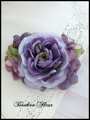 54 ネオラナンキュラスと紫陽花のコサージュ