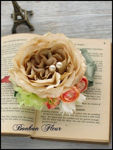 99 カームローズと紫陽花、セルリア、プチフラワー、MOKUBAリボンのコサージュ
