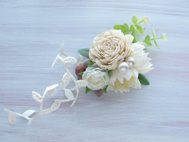 17 樹皮ローズとセルリア、紫陽花、プチラナンキュラス、リーフリボンのコサージュ